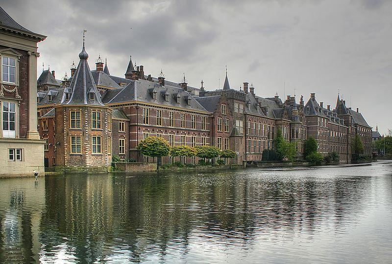 Binnenhof_met_Hofvijver_en_torentje_(Den_Haag)_-_panoramio