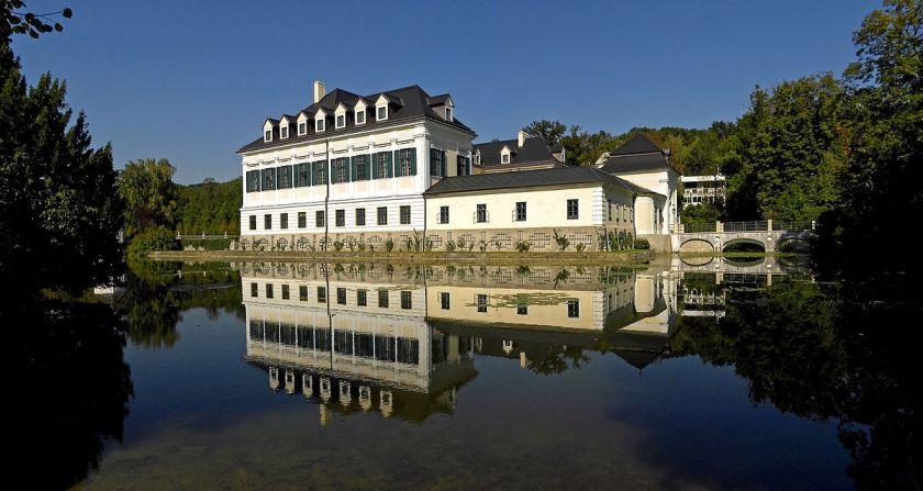 Schloss_Laudon_mit_Teich