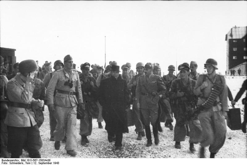 Gran Sasso, Skorzeny, Mussolini mit Fallschirmjägern